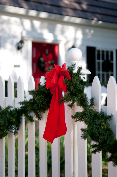 Fence Decoration Ideas for the Holidays! - Hercules Fence ...